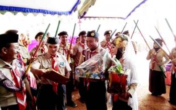 Ketua Kwarcab Pramuka Lamandau Kutip Lagu Iwan Fals saat Beri Wejangan di Pernikahan Unik