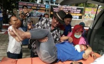 Satu buruh peserta mogok makan dilarikan ke rumah sakit
