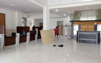 Gedung Poliklinik Terpadu RSUD Sukamara terus dibenahi hingga peresmian nanti.