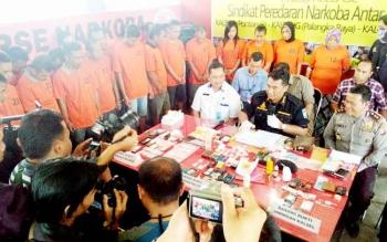 Direktur Reserse Narkoba Polda Kalteng Kombes Pol Ignatius Agung Prasetyoko saat pers rilis penangkapan tersangka narkoba, Kamis (2/2/2017).