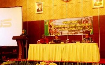 Kepala Dinas Kebudayaan dan Pariwisata Kota Palangka Raya Norma Hikmah, menyampaikan sambutan dalam kegiatan Pembentukan Badan Promosi Pariwisata Kota Palangka Raya, Kamis (2/2/2017).