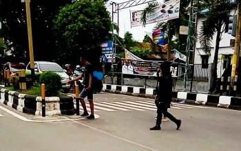 Anak punk berkeliaran di kawasan Jalan Ahmad Yani dan sekitar Taman Kota Sampit.