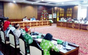 Gubernur Sugianto menghadirkan pihak Balai Besar Pelaksanaan Jalan Nasional XI di aula Eka Hapakat, Kamis (2/2/2017) guna mengkonfirmasi program prioritas yang dikerjakan