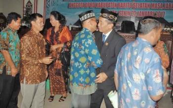 Jarliansyah mendapat ucapan selamat setelah diantik sebagai PAW anggota DPRD Kabupaten Barito Selatan.