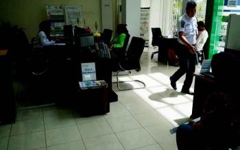 Pelayanan masyarakat di Kantor BPJS Kesehatan cabang Muara Teweh.