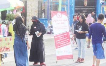 SOSIALISASI - Sejumlah simpatisan Komisi Penanggulangan AIDS Kabupaten Kobar, rutin menggelar sosialisasi tentang ODHA yang tidak boleh dikucilkan.