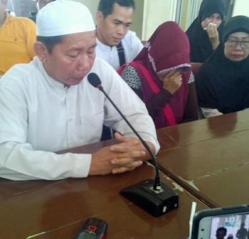 Kakak Hartoni, Abdul Gafar menyampaikan permohonan maaf, Sabtu (4/2/2017).