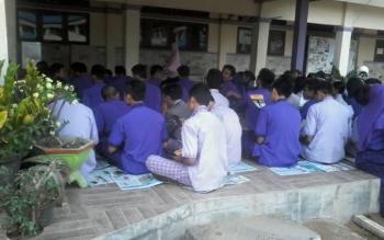 Para siswa SMAN 1 Dusun Selatan mengikuti sosialisasi pemilih pemula, Sabtu (4/2/2017)