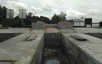 Pembangunan Jembatan Cukai yang tinggal pekerjaan sambungan bentangan baja di Kelurahan Pulang Pisau Kecamatan Kahayan Hilir.