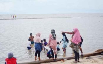 Pantai Anugrah Desa Sungai Tabuk Kecamatan Pantai Lunci Kabupaten Sukamara.