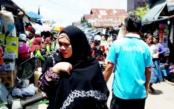 Suasana Pasar Kereng Pangi Kabupaten Katingan tampak ramai dikunjungi warga, Minggu (5/2/2017).