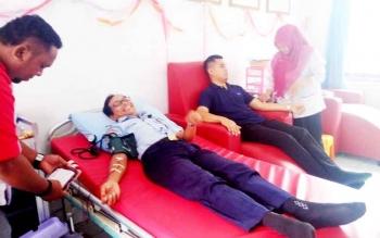 Pegawai Imigrasi Kelas II Sampit saat donor darah.