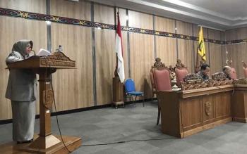 Anggota DPRD Kotim Hj Salasiah menyampaikan hasil reses anggota dewan Dapil I Kotim, dalam rapat paripurna DPRD Kotim, Senin (6/2/2017).