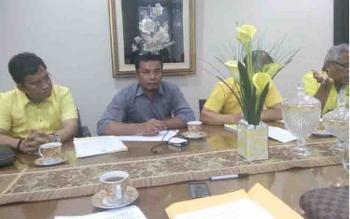 Ketua DPD Partai Golkar Kotim, Supriadi MT bersama Sekretaris DPD, Joni Abdi dalam pertemuan di DPP Golkar, Jakarta, Senin (6/2/2017).
