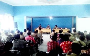 Dinas PMDes menyampaikan juklak dan juknis pilkades 2017 ke sejumlah camat dan kepala desa, Senin (6/2/2017).