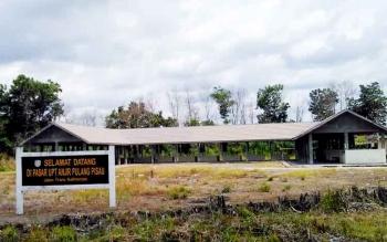 Fasilitas Pasar Unit Pemukiman Transmigrasi (UPT) Anjir yang belum dimanfaatkan, Bupati Edy Pratowo sepakat pedagang Pasar Tungging direlokasi ke pasar ini.