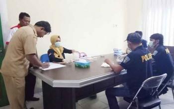 BNK Sukamara mendata jumlah ASN yang ada di Dinas Pekerjaan Umum (PU) Sukamara sebelum melaksanakan pengambilan tes urine, Selasa (7/2/2017).