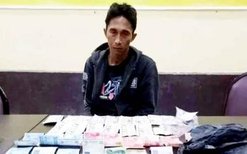 Arifin, warga Jalan Gatot Subroto Kuala Pembuang I, turut menyusul Didi dan Maman yang ditangkap polisi pada hari yang sama, Senin (6/2/2017). karena kedapatan menjual zenith.