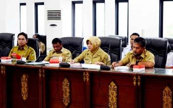 Direktur Utama RSUD Muara Teweh Drg Dwi Agus Setejowati saat rapat bersama jajaran DPRD Barito Utara, Selasa (7/2/2017).