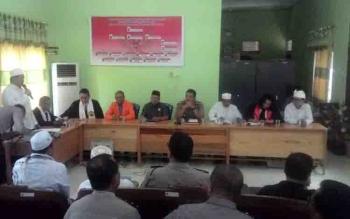 Kapolres Kapuas AKBP Jukiman Situmorang bersama jajaran pengurus FKUB Kapuas.