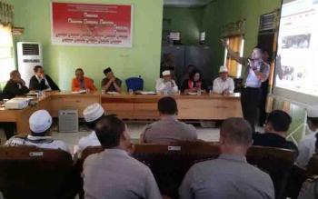 Kapolres Kapuas AKBP Jukiman Situmorang memaparkan program unggulan di hadapan tokoh lintas agama.