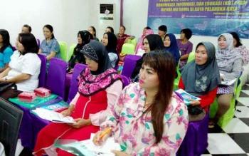 Puluhan ibu hamil mendengarkan paparan mengenai bahaya narkoba dan tips menjaga kehamilan dalam kegiatan komunikasi, informasi dan edukasi P4GN di Hotel Marimar, Jalan Tjilik Riwut Km 2,5 Palangka Raya, Rabu (8/2/2017).