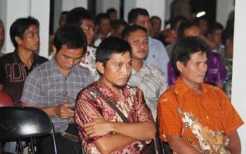 Sejumlah kepala desa berkumpul di rumah jabatan Bupati Seruyan, belum lama ini.