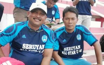 Manager tim sepakbola Seruyan All Star, Mursyid (kiri) didampingi pelatih M Yadi (kanan), berkomitmen memberikan tampilan pertandingan terbaik pada turnamen Sohib Cup U 40 2017.