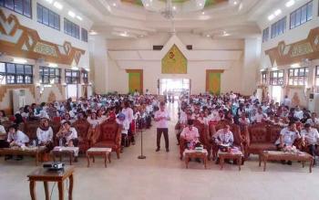 Sebanyak 500 pengawas dan guru se-Kabupaten Barito Selatan mengikuti pelatihan karya tulis ilmiah di Gedung Jaro Pirarahan, Buntok, Rabu (8/2/2017).