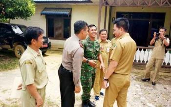Bupati Barito Utara saat melakukan kunjungan ke Kecamatan Teweh Timur