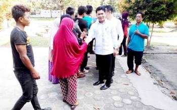 TEMUI BURUH - Ketua dan Komisi 3 DPRD Kotim saat bertemu dengan buruh di aula kantor Dinas Tenaga Kerja dan Transmigrasi Kalteng, Rabu (8/2/2017).