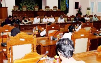 Rapat dengar pendapat DPRD dengan Kepsek dan dinas terkait dengan gaji guru honorer tingkat SMA/SMK.