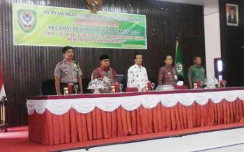 Wakil Bupati Seruyan Yulhaidir (tengah) saat memimpin kegiatan Musrenbang tingkat Kecamatan Seruyan Hilir, Kamis (9/2/2017).