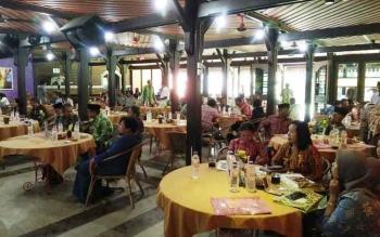 Ketua, pimpinan dan perwakilan berbagai suku, adat, etnis, serta paguyuban di Kalimantan Tengah berkumpul di Hotel Arsella Pangkalan Bun dalam acara sosialisasi Forum Pembauran Bangsa, Kamis (9/2/2017).