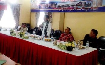 Bupati Murung Raya Perdie M Yoseph saat menyampaikan sambutan ketika menutup musrenbang tingkat Kecamatan Murung, Kamis (9/2/2017).
