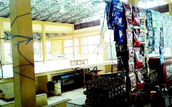 SEPI-Lapak di Pasar Datah Manuah nampak sepi, Kamis (9/2/2017). Sepi dari pedagang yang berjualan, lebih-lebih sepi dari pengunjung yang membeli. Padahal ini pasar milik Pemerintah Kota Palangka Raya.