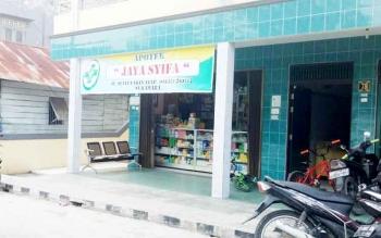 Apotek Jaya Sifa yang berada di dekat lokasi Pasar Inpres.