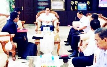 Bupati Barito Utara (Barut) Nadalsyah, menerima Tim Pemeriksa dari BPK RI Perwakilan Kalteng di ruang kerjanya, Rabu (8/2/2017).