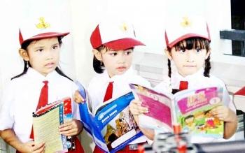 Sejumlah siswa sekolah dasar.