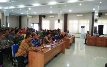 Peserta rapat koordinasi persiapan Pilkada Kotawaringin Barat 2017 saat mendengarkan pemaparan dari Pj Bupati Kobar, Nurul Eddy, di Pangkalan Bun, Jumat (10/2/2017).