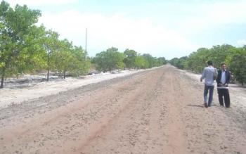 Jalan poros Kecamatan Pantai Lunci kea rah Kecamatan Jelai Kabupaten Sukamara masih belum di aspal.