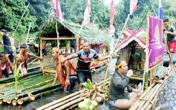 Acara Bamboo Rafting di kecamatan Delang, beberapa waktu lalu.