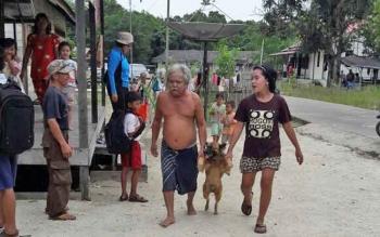 Warga begitu antusias membawa hewan peliharaannya untuk divaksin anti rabies.
