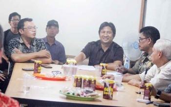 RAKOR - Panwaslih Kabupaten Kobar mengundang timses masing-masing paslon di kantor Sekretariat Panwaslih setempat.