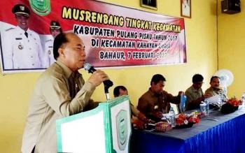 Wakil Ketua DPRD Kabupaten Pulang Pisau Idham Amur saat menghadiri Musrenbang Kecamatan Kahayan Kuala belum lama ini.