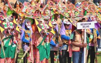Peserta Festival Babukung 2016 dari kontingen Kecamatan Delang,