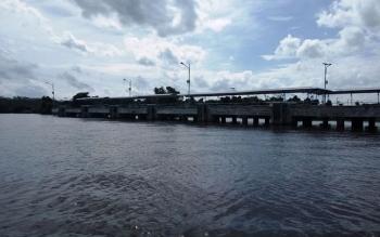 FOTO: Pelabuhan Sei Tunggul yang dibangun Pemerintah Pusat untuk penyebrangan antar pulau di Kecamatan Kahayan Kuala. Dalam RPJMD Provinsi Kalimantan Tengah juga akan dibangun pelabuhan samudra di Desa Tanjung Perawan Kecamatan Kahayan Kuala.