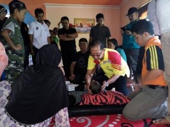 Dinas Kesehatan Pulang Pisau saat melaksanakan pelayanan kesehatan gratis di Bahaur Kecamatan Kahayan Kuala, Jumat (10/2/2017).