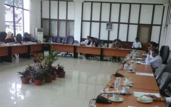 Sejumlah anggota DPRD Seruyan saat menggelar rapat, beberapa waktu lalu.