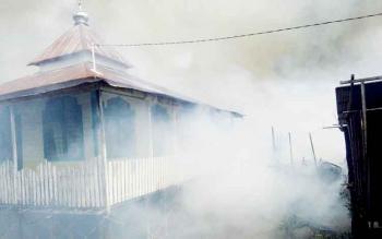 Musolla Nurul Huda selamat dari amukan api yang terjadi di permukiman padat penduduk, Flamboyan Bawah, persisnya belakang Anline foto, Jalan A Yani, Palangka Raya, Minggu (12/2/2017).